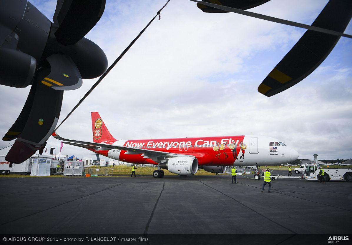 Farnborough Airshow_Day 2_AirAsia A320 arrives 4