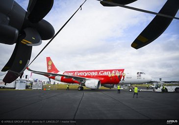 Farnborough Airshow_Day 2_AirAsia A320 arrives 4