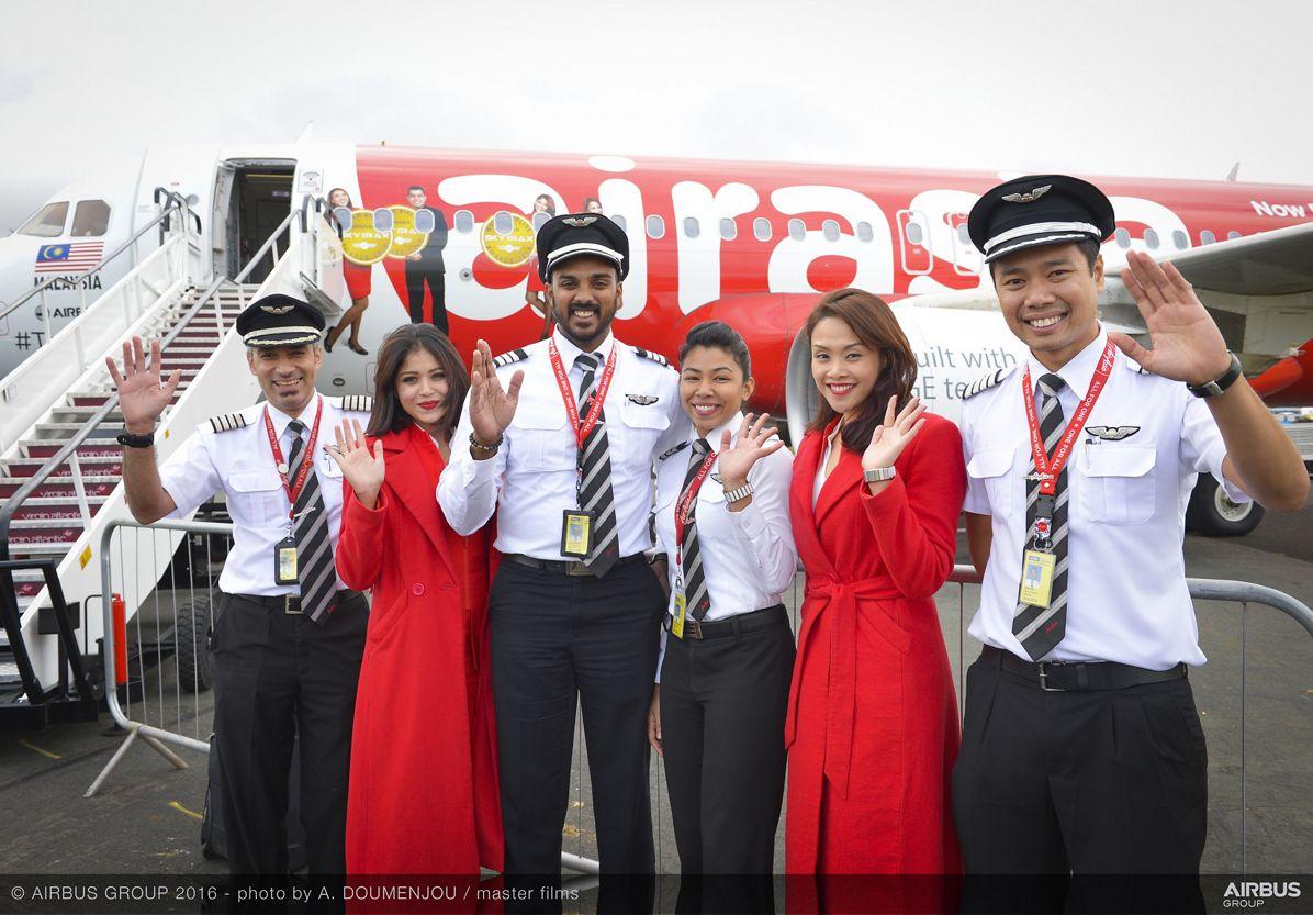 Farnborough Airshow_Day 2_AirAsia A320 arrives 3