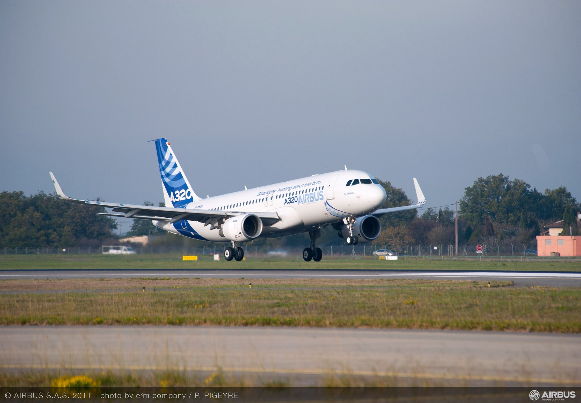 Airbus has completed the first flight of the 'Sharklet' wing-tip devices on the company's A320 development aircraft (MSN 001). This milestone marks the start of the early flight-test campaign to capture data for fine-tuning the flight laws, as well as for certification and performance validation. (30 November 2011)