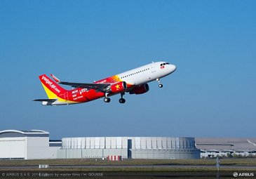 VietJetAir's no. 1 A320 on order from Airbus completes first flight_1
