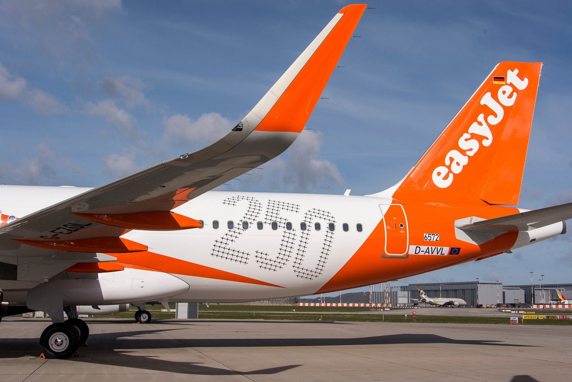 A320 easyJet_250th Airbus aircraft.