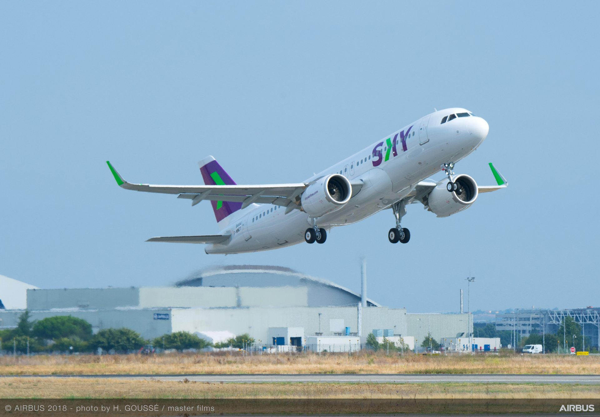 Sky Airlines A320neo 1