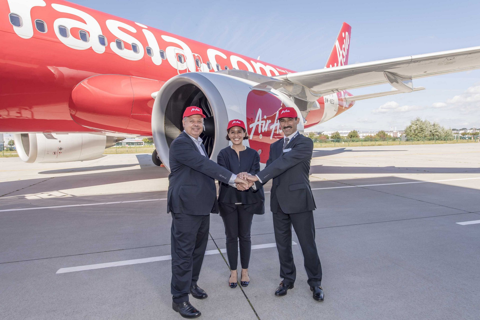 Delivery of the first AirAsia A320neo jetliner is marked in Hamburg by (from left to right): Airbus EVP Strategy and Marketing Kiran Rao– AirAsia Berhad CEO Aireen Omar– and CFM International Vice President Airbus Programs Bruno Castola