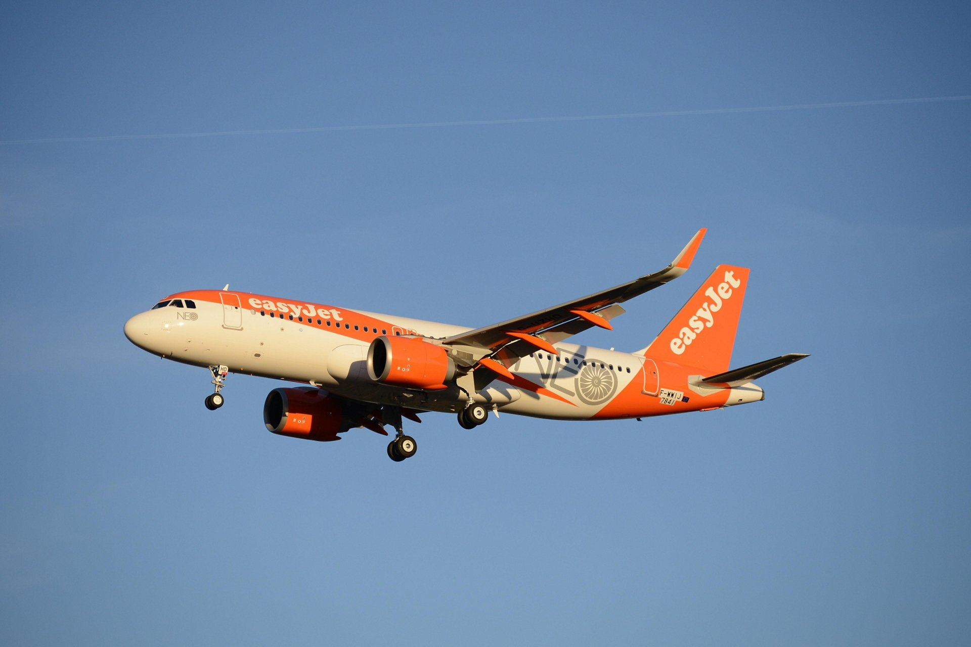 Exercising purchase rights to firm up orders with 17 additional A320neo aircraft, easyJet's combined bookings for Airbus' single-aisle NEO has increased to 147 – taking this airline's overall A320 Family orders to a total of 468