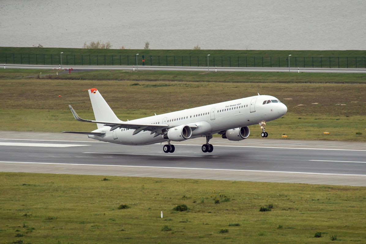 A321-Sharklets-firstflight-Hamburg-ph1
