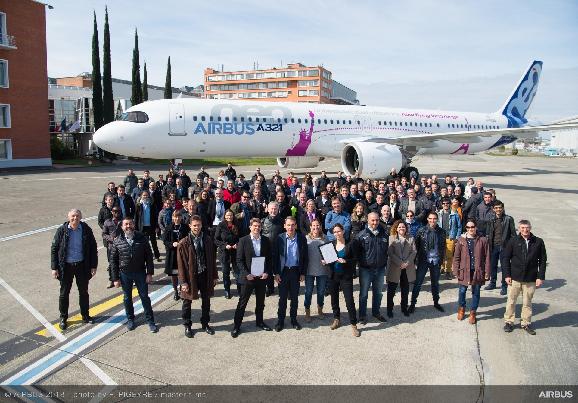 The A321LR – which received its type certification in 2018 – is the next evolutionary step of Airbus' twin-engine A321neo, which has captured more than an 80% share in its middle-of-the-market category
