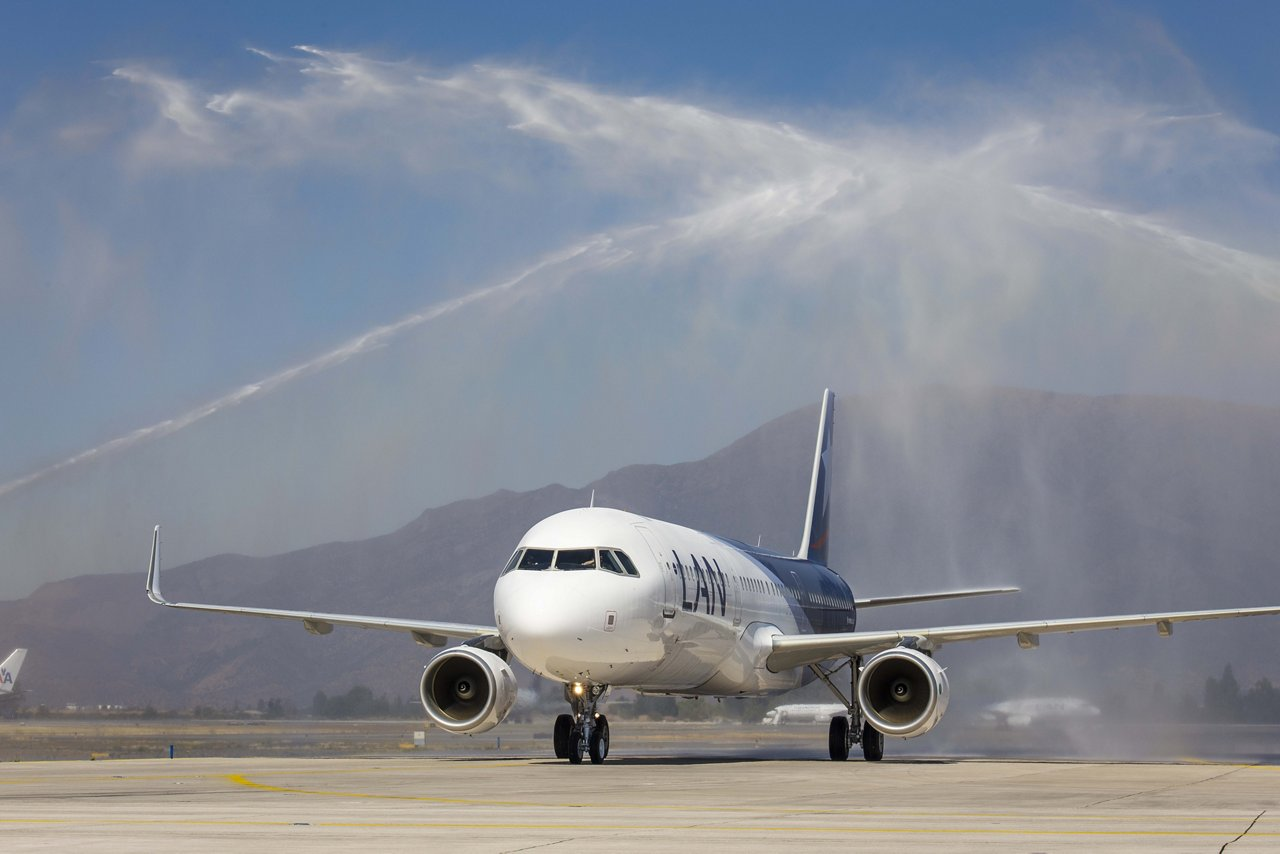 LAN takes delivery of its first A321