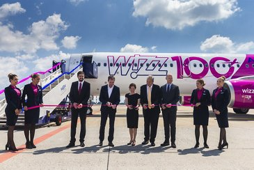 Wizz Air 100th A320 Family delivery - ribbon cutting