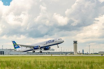 JetBlue A321, a sustainable jet fuel blend aircraft