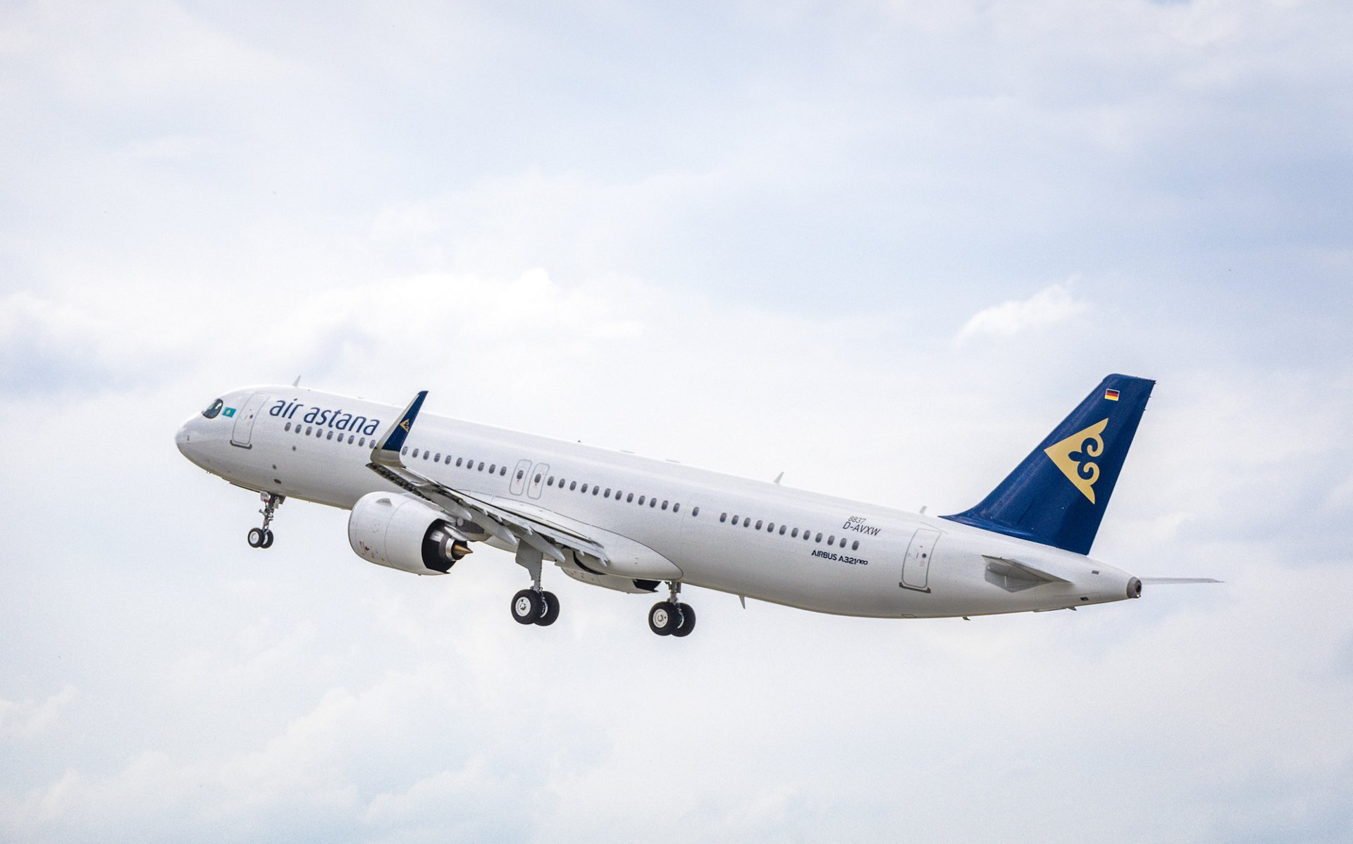 Air Astana's first A321LR on lease from Air Lease Corporation offers premium wide-body comfort in a single-aisle aircraft cabin