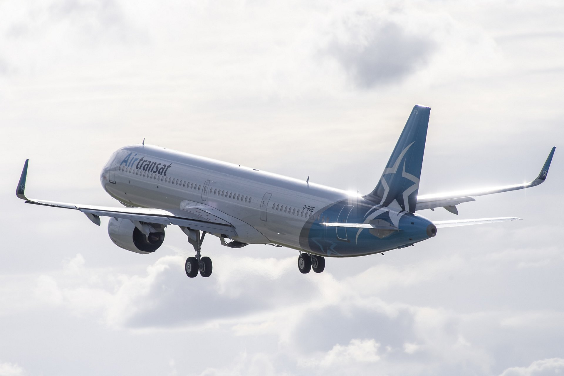 Airbus Delivers First A321lr To Canada S Air Transat