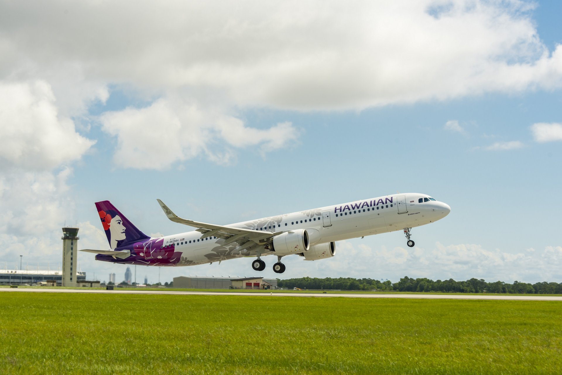 Hawaiian Airlines has taken delivery of its first U.S.-produced A321 – also the first aircraft in the NEO (new engine option) to be delivered from the Airbus U.S. Manufacturing Facility in Mobile, Alabama