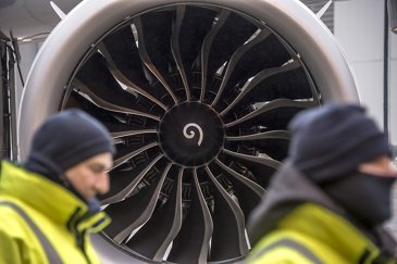 A321neo_First flight_engine close-up 1