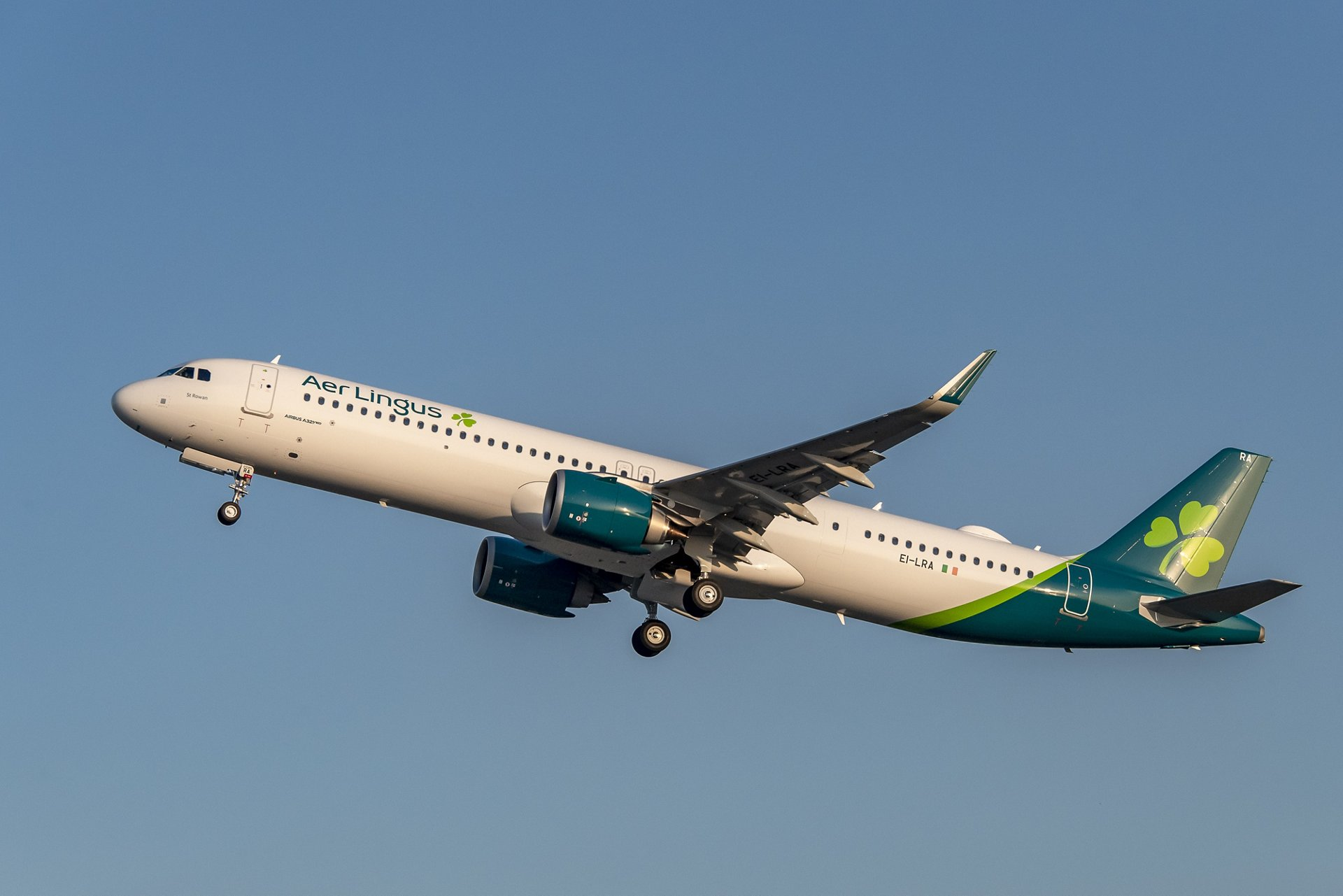 Ireland's national carrier Aer Lingus has taken delivery of its first of eight A321LR aircraft, becoming the first airline in International Airlines Group (IAG) to operate the type.