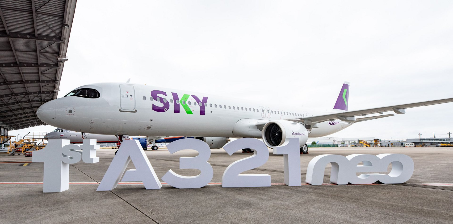 SKY, a Chilean-based low-cost carrier, has taken delivery of its first A321neo leased from Air Lease Corporation (NYSE: AL), becoming the first airline in Chile to operate the A321neo.