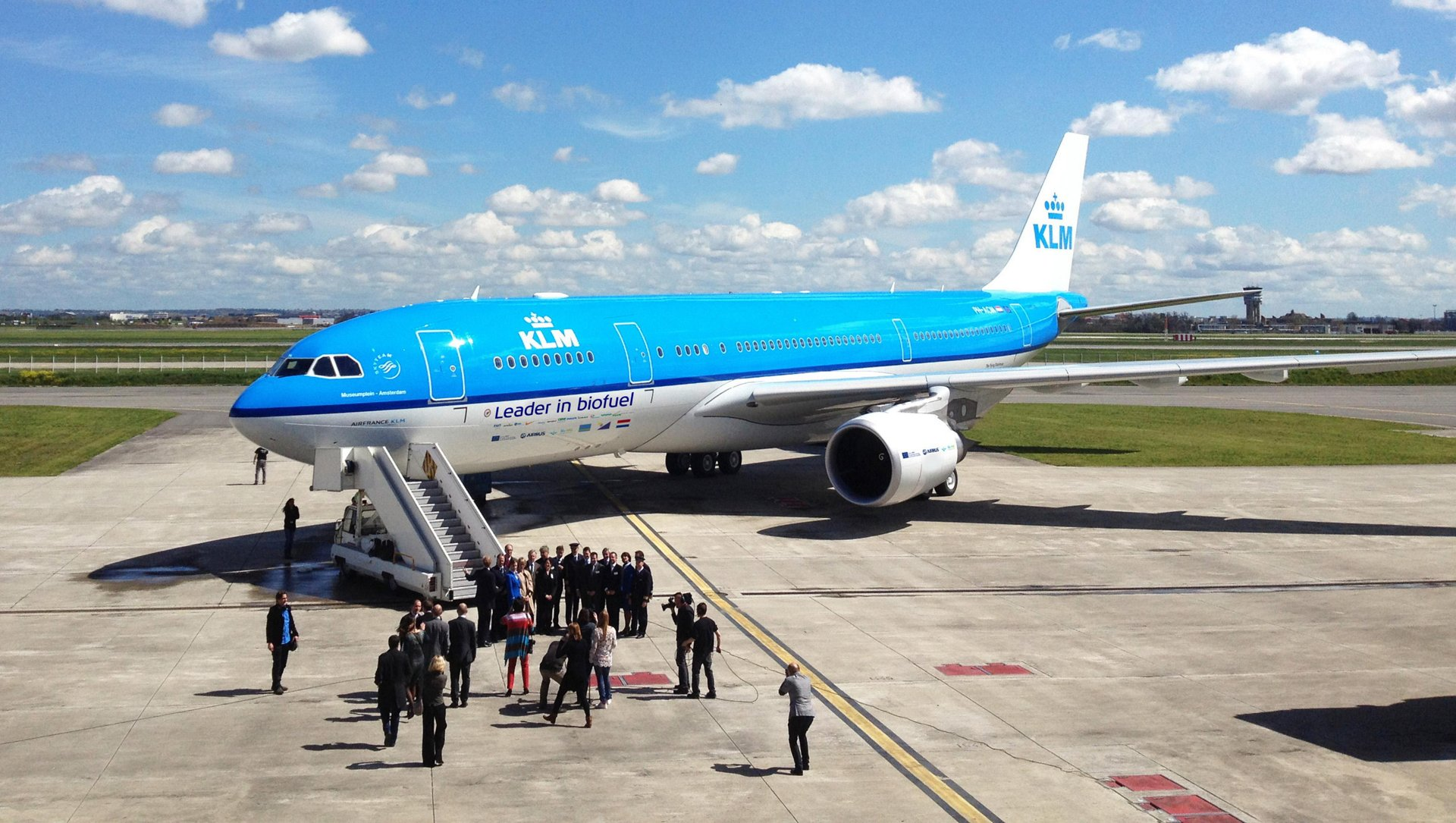 A KLM Royal Dutch Airlines A330-200 performed the longest-ever commercial flight by an Airbus aircraft with sustainable jet fuels, in support of the European ITAKA initiative