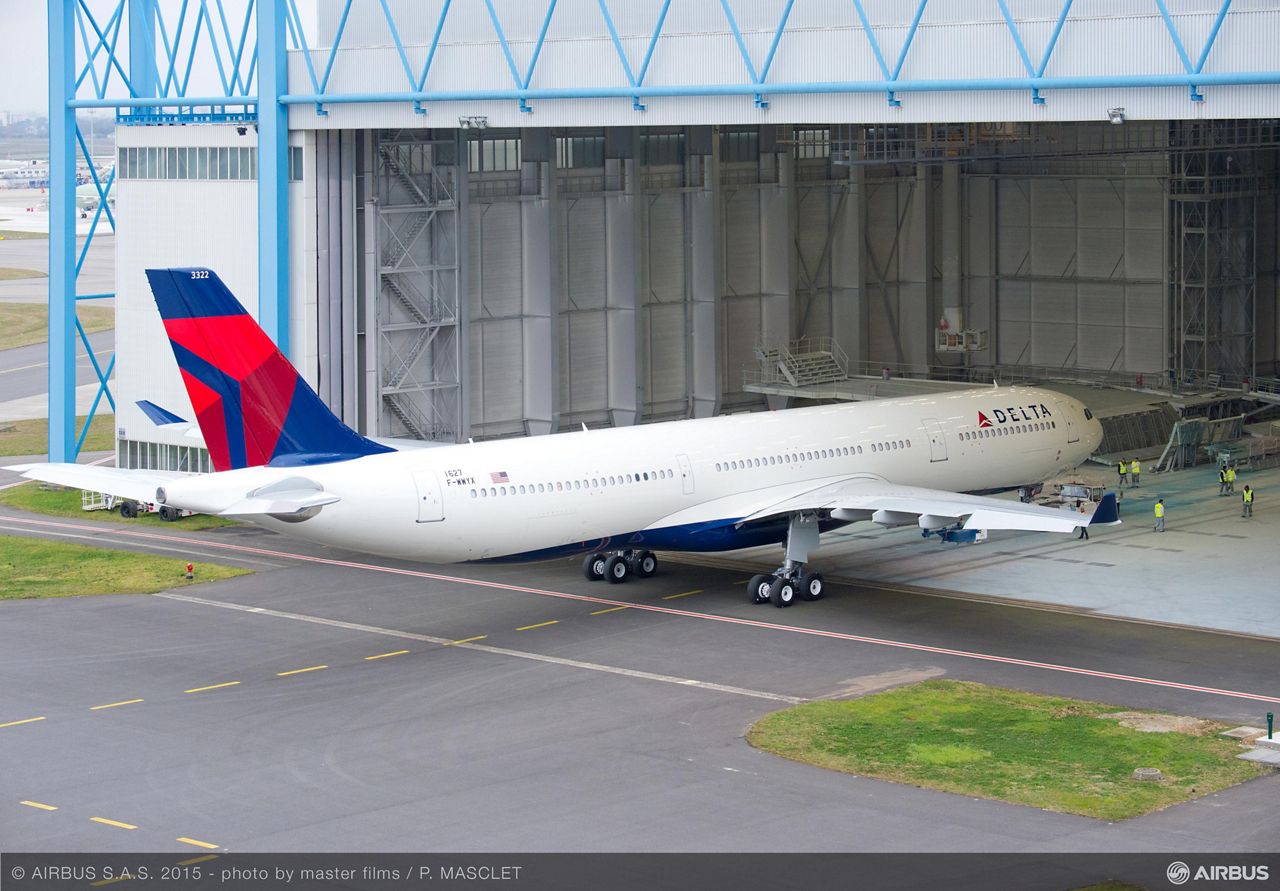 The first 242-tonne maximum takeoff weight A330 variant rolls out of the Toulouse paint shop in its Delta Air Lines livery, just four months after the aircraft entered the final assembly line and less than two months after its maiden flight