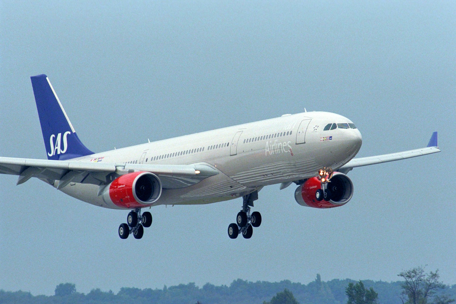 Scandinavian carrier SAS signed a memorandum of understanding covering four A330 commercial jetliners, along with eight A350 XWBs