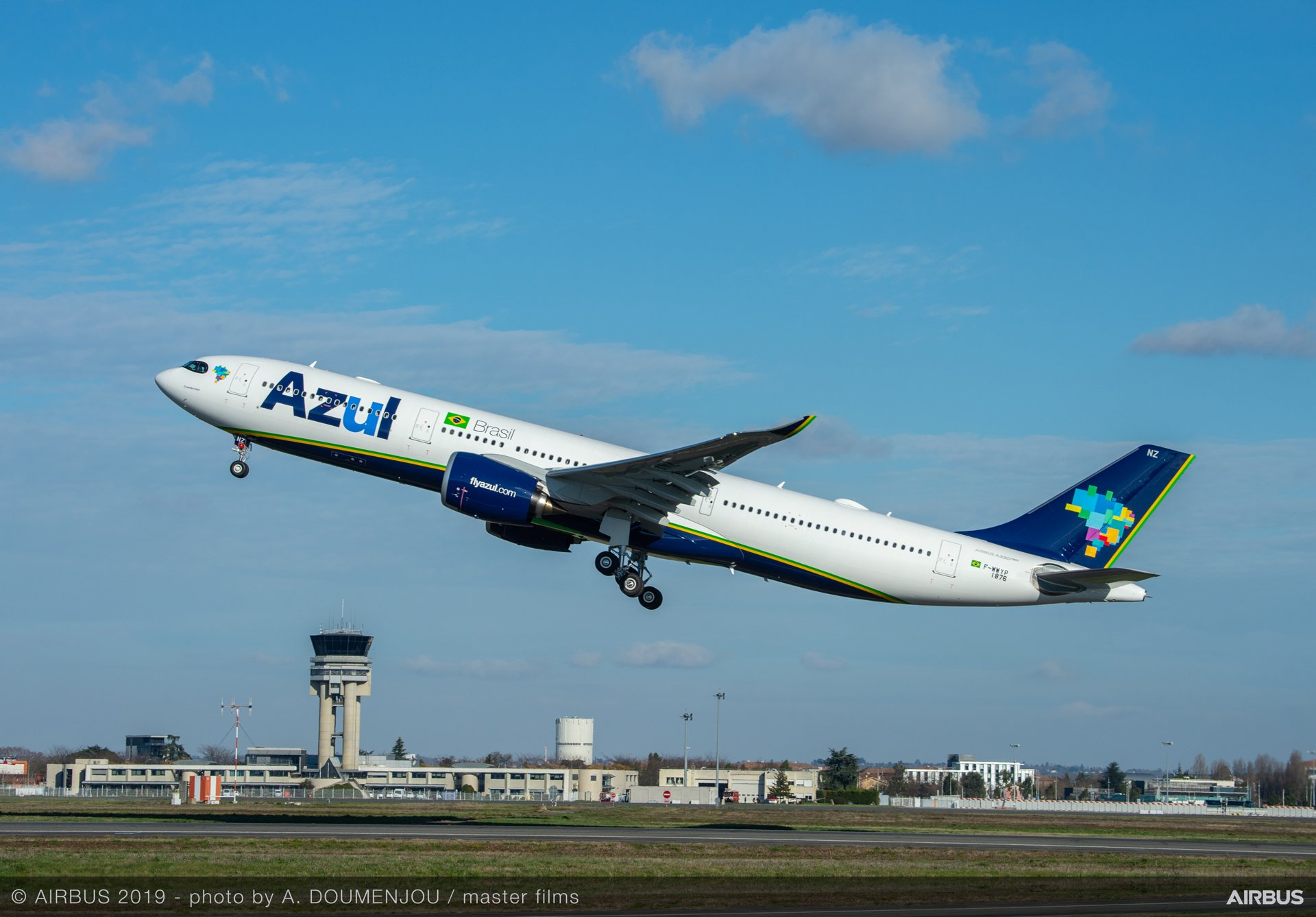 Brazilian carrier Azul Linhas Aéreas became the first airline of the Americas to fly the A330neo jetliner, receiving an A330-900 version leased from Avolon