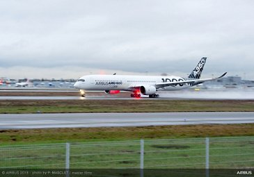 A350-1000 demo tour takeoff