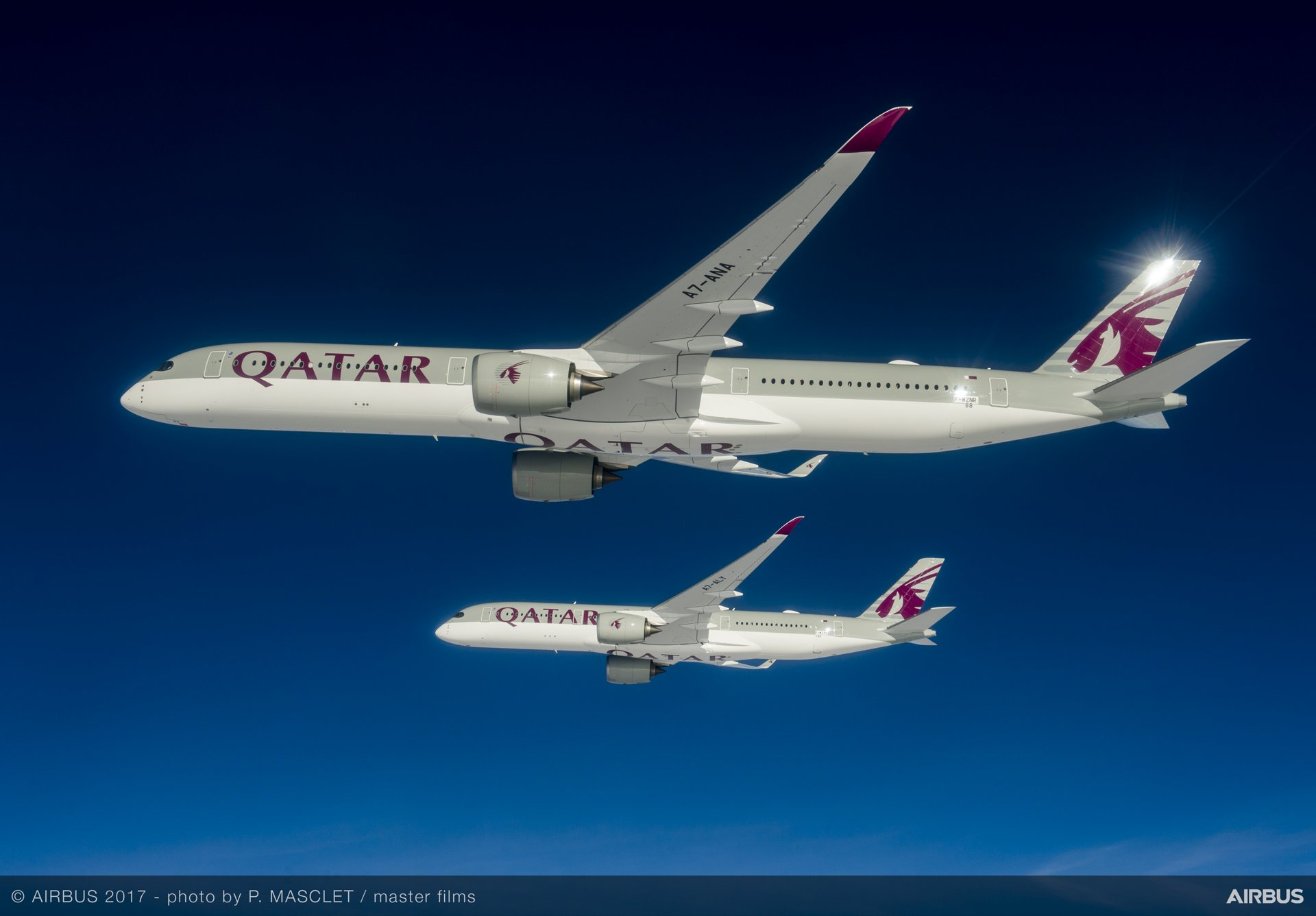 With Airbus' handover of the first-delivered A350-1000 to Qatar Airways, the longer-fuselage A350 XWB joins this airline's in-service fleet A350-900 versions
