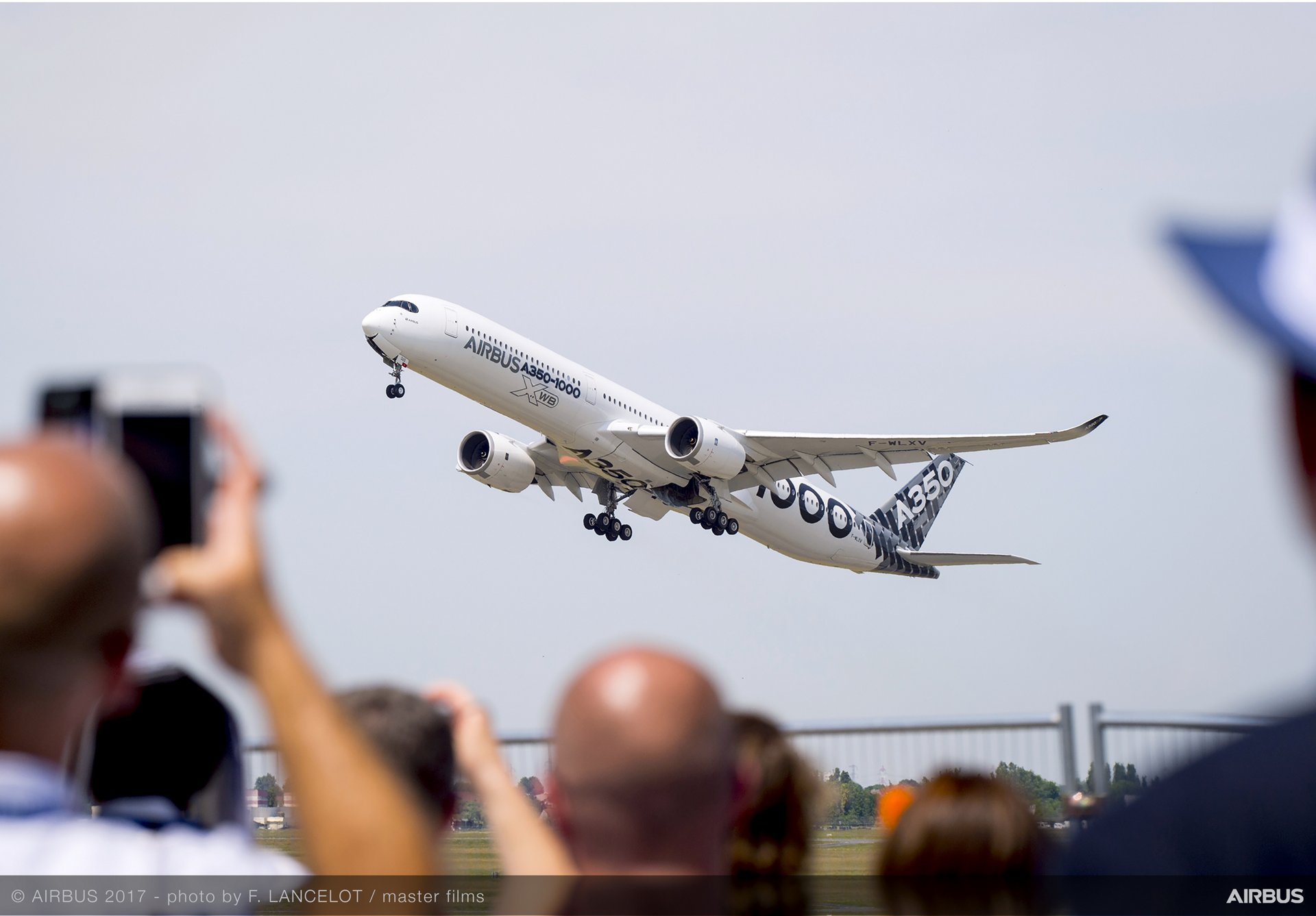 A350-1000 flight display at Paris Air Show 2017.