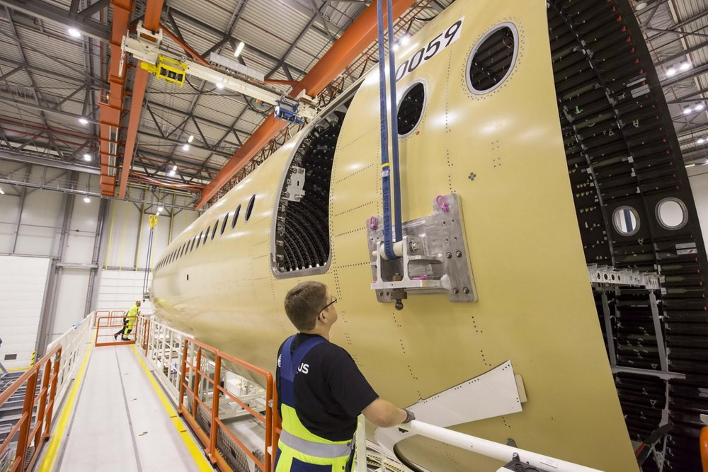 Less than one year after delivering the first A350 XWB (-900 version), the first A350-1000 is taking shape with the assembly start of the first fuselage major components at AG真人计划 facilities in Hamburg (shown here) and Saint-Nazaire