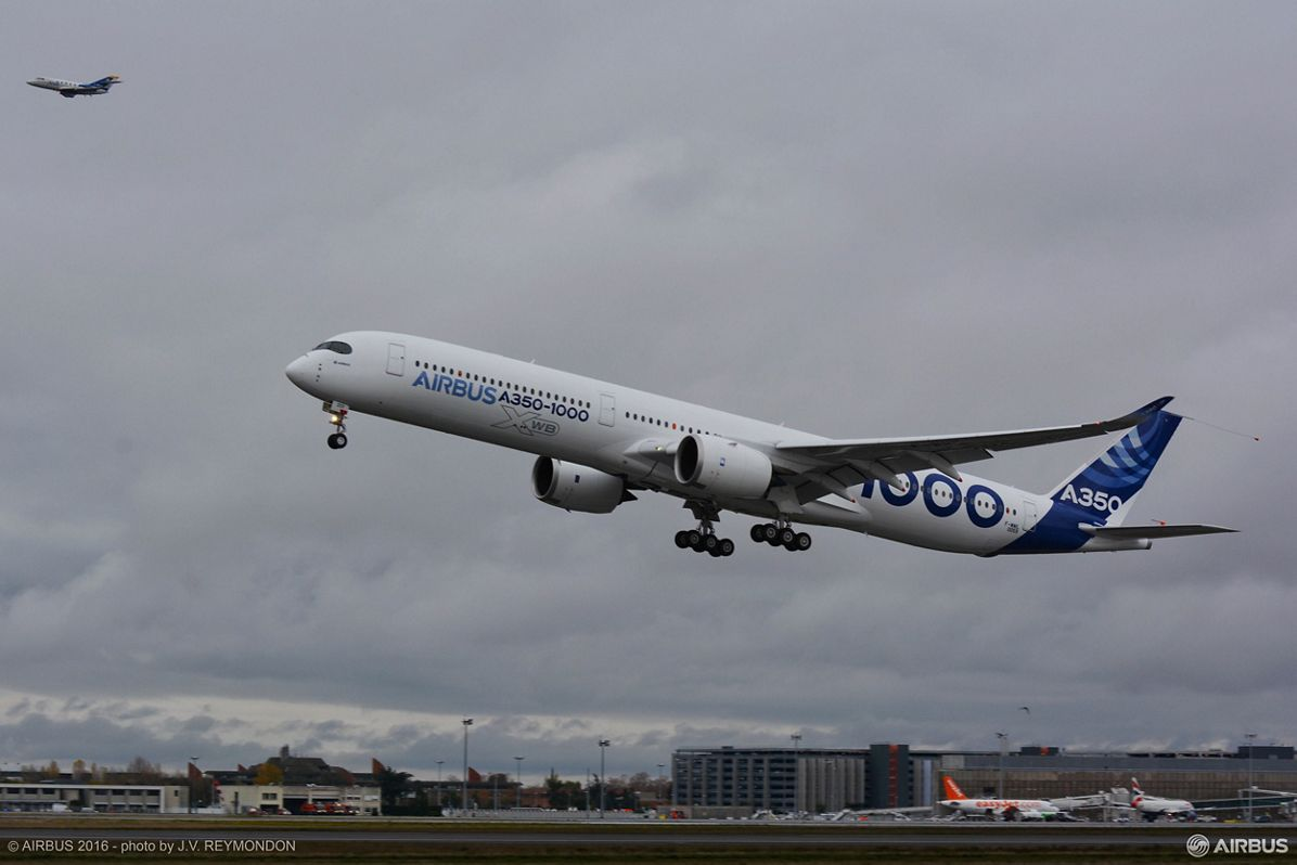 A350 1000 First Flight 1