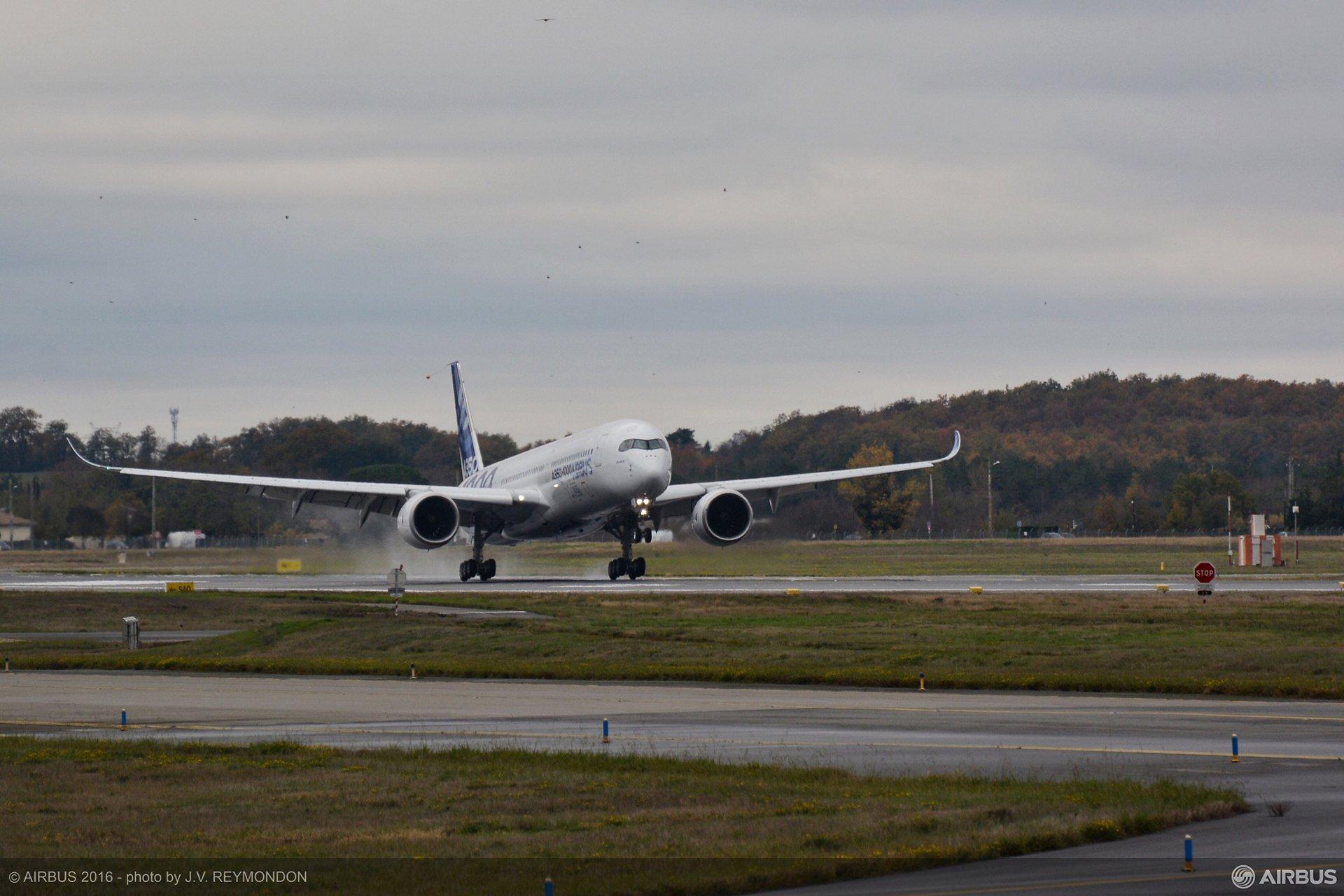 A350 1000 First Flight Landing