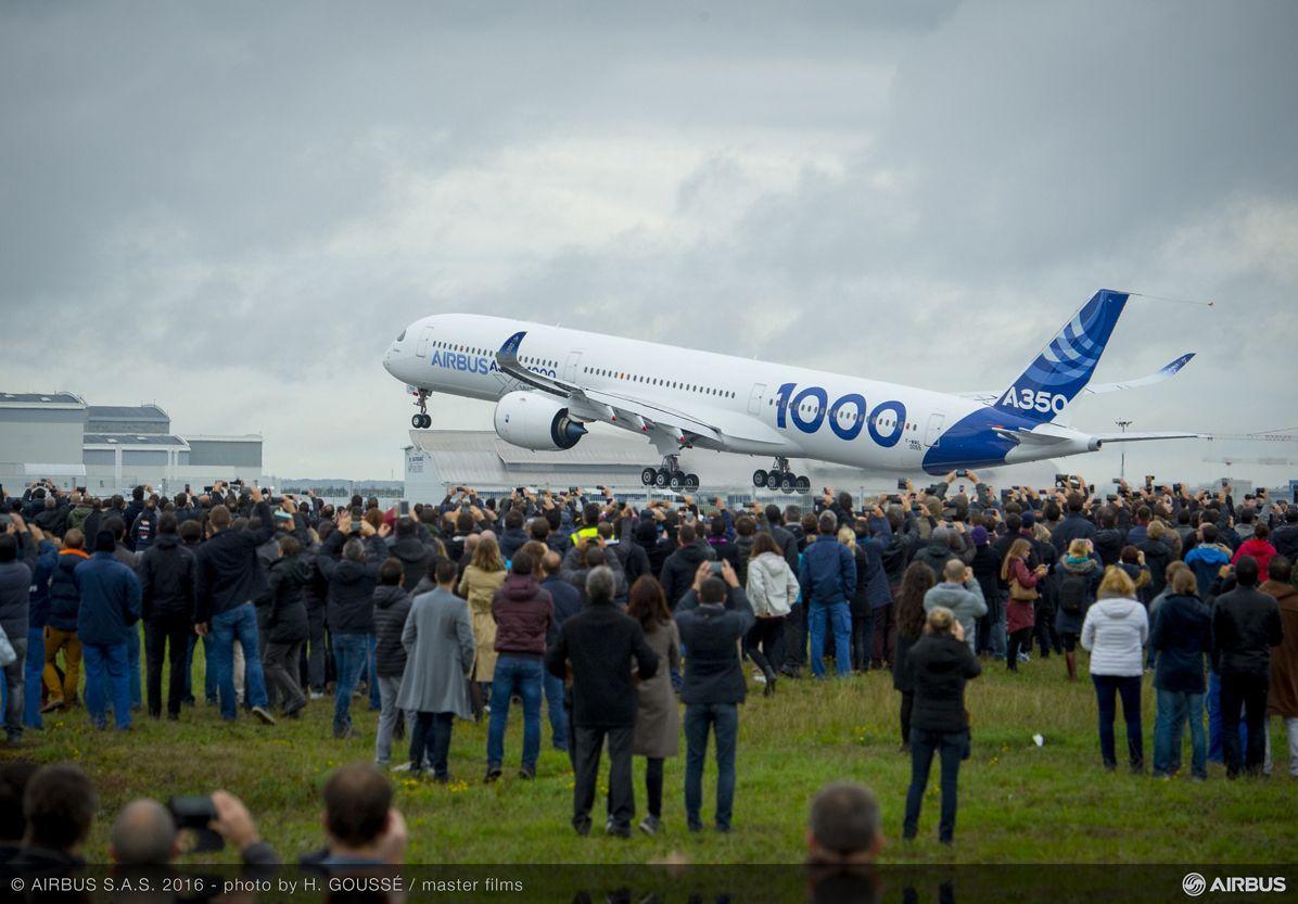 A350-1000 First Flight take off 019