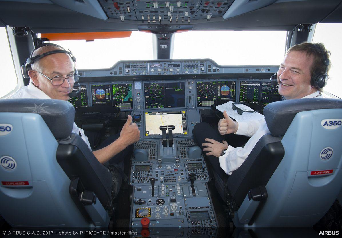 A350-1000_Early Long Flight – cockpit 2