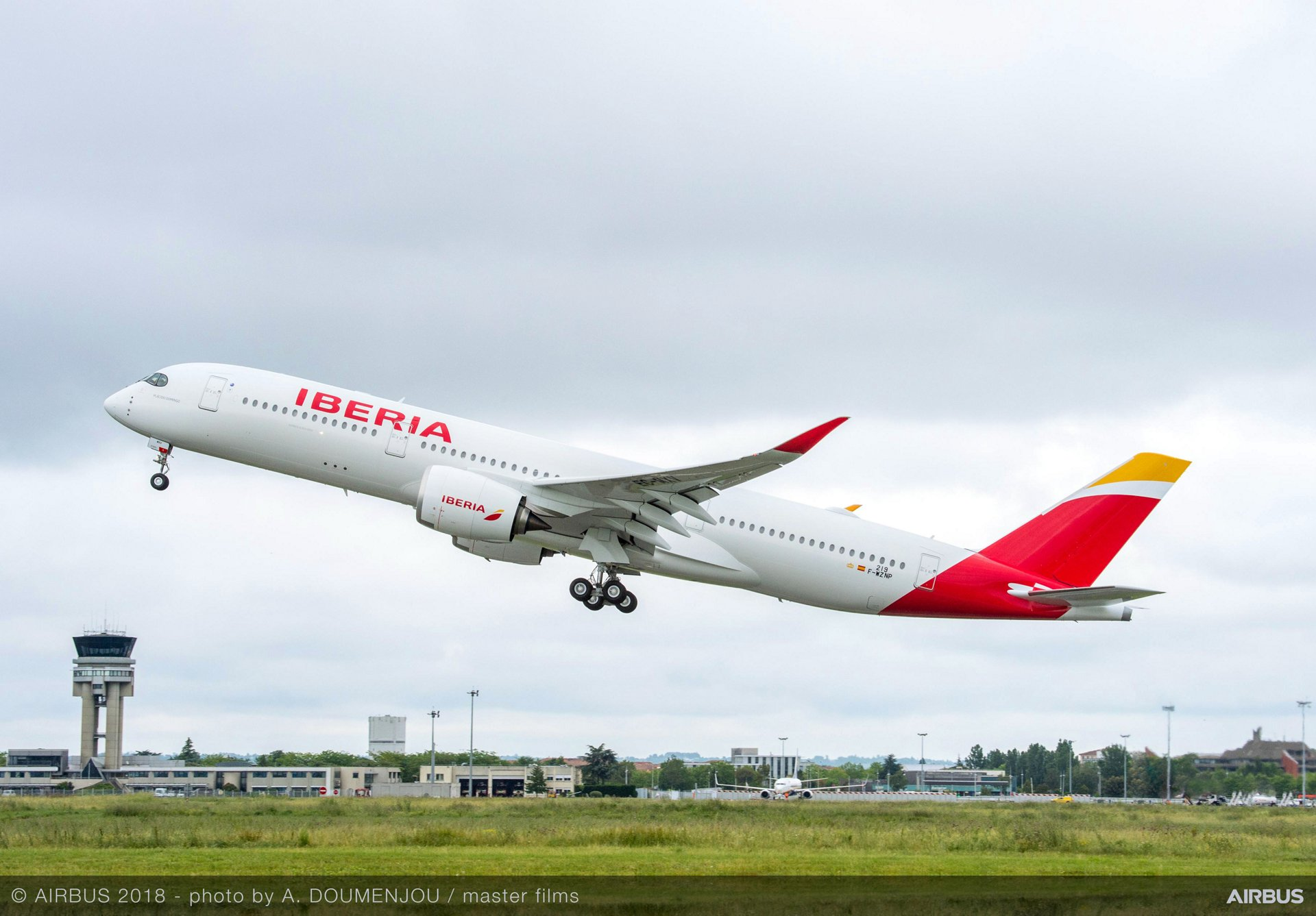 Iberia's first A350-900 – a 280 tonne MTOW (maximum takeoff weight) version delivered 26 June 2018 – will join more than 170 A350 XWBs already in commercial service with operators around the globe