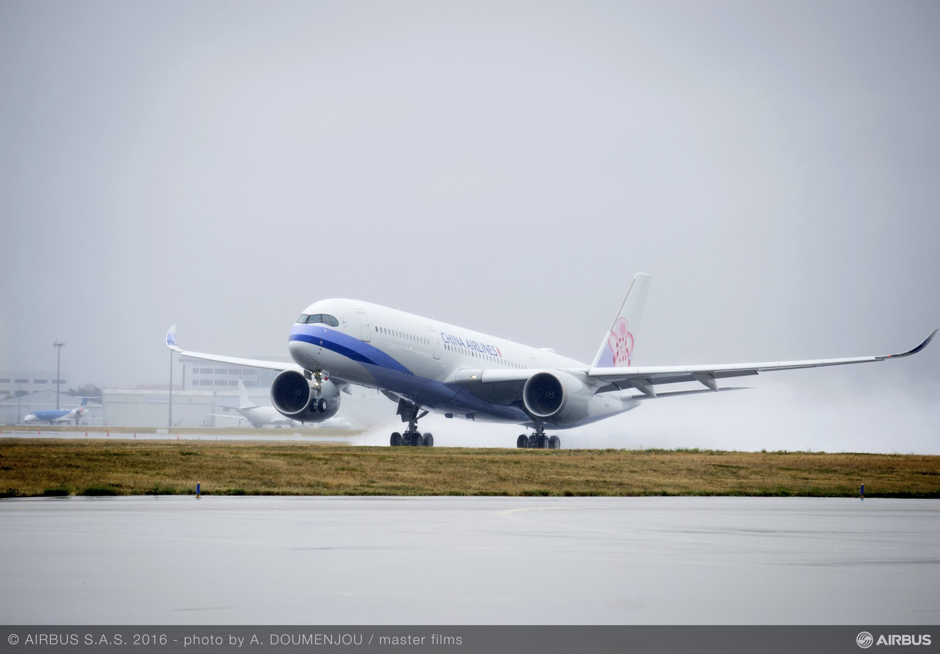China Airlines' no. 1 A350 XWB_first flight_1
