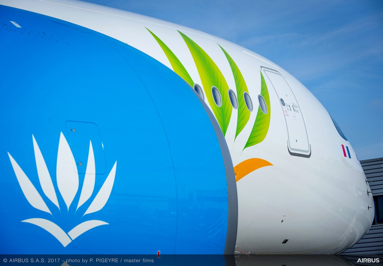 Air Caraïbes' first A350 XWB_details 1
