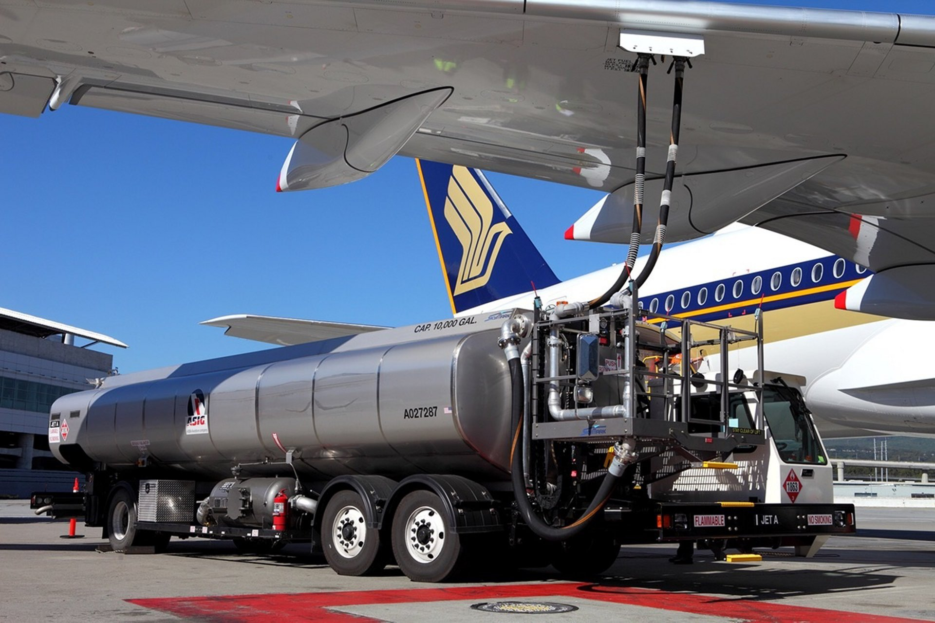 A350-900_Singapore Airlines biofuel flight preparation