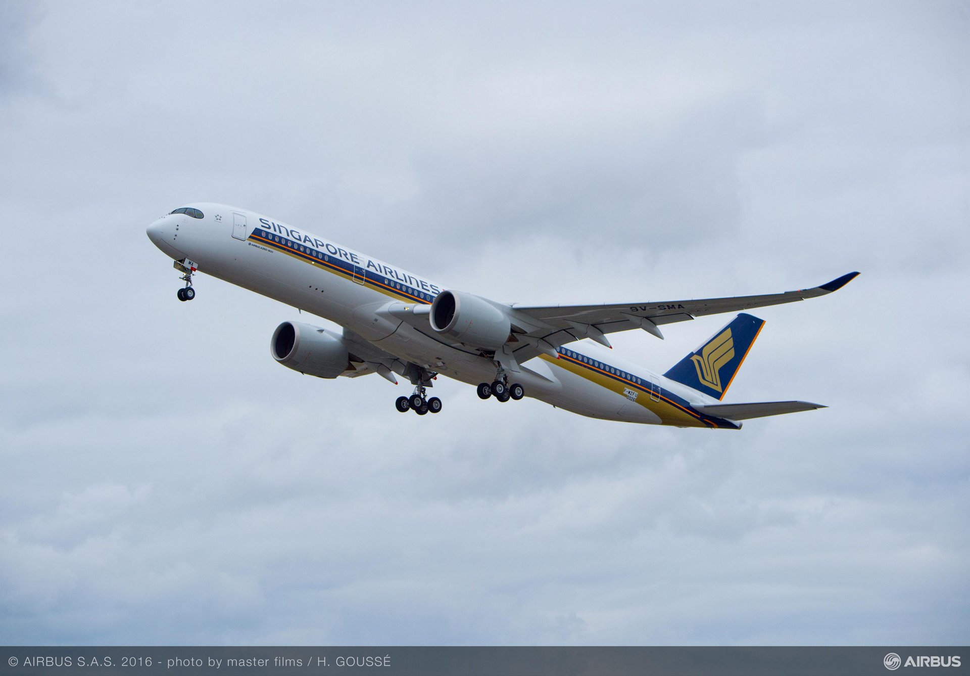 First flight of Singapore Airlines' no. 1 A350 XWB_1