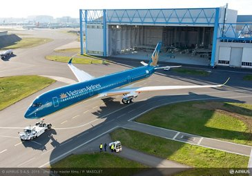Vietnam Airlines reveals livery of its first A350 XWB - Commercial