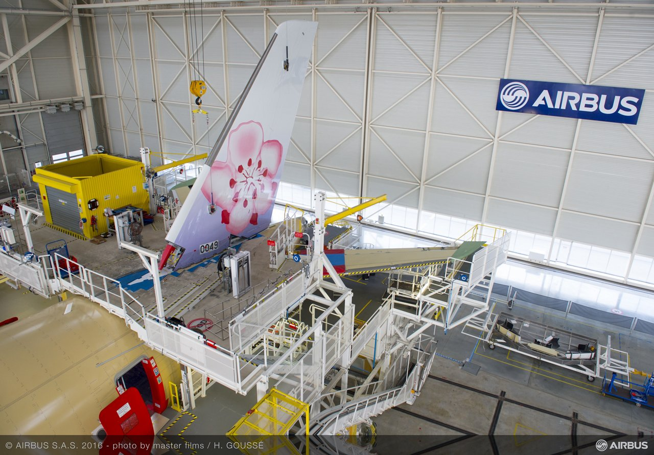 A350 XWB_China Airlines_VTP fitting 1