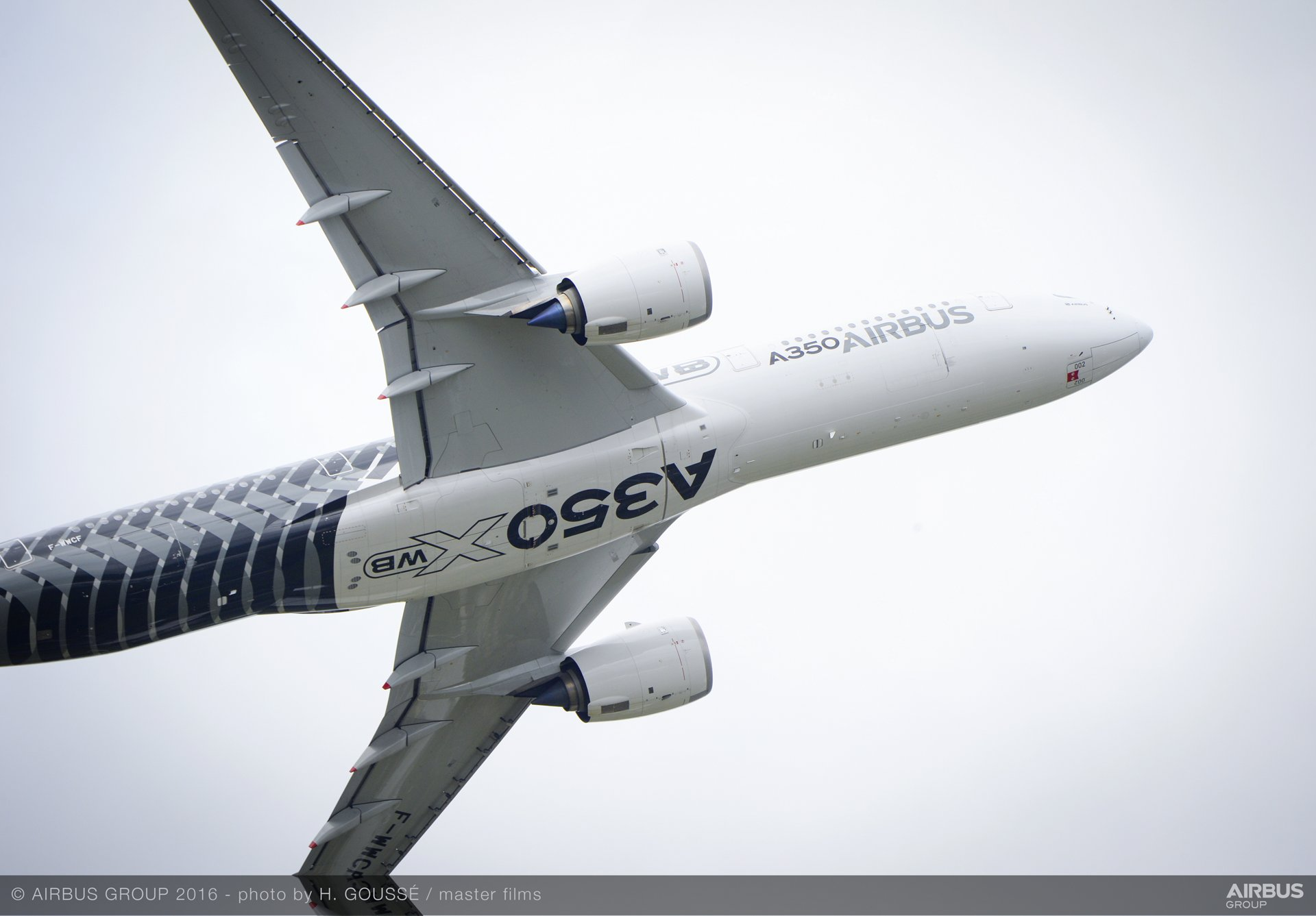 Farnborough Airshow_Day 2_A350 XWB flying display 1