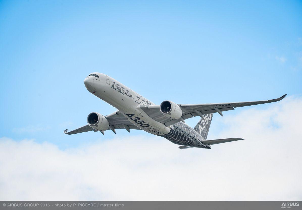 Farnborough Airshow_Day 3_A350 XWB flying display 1
