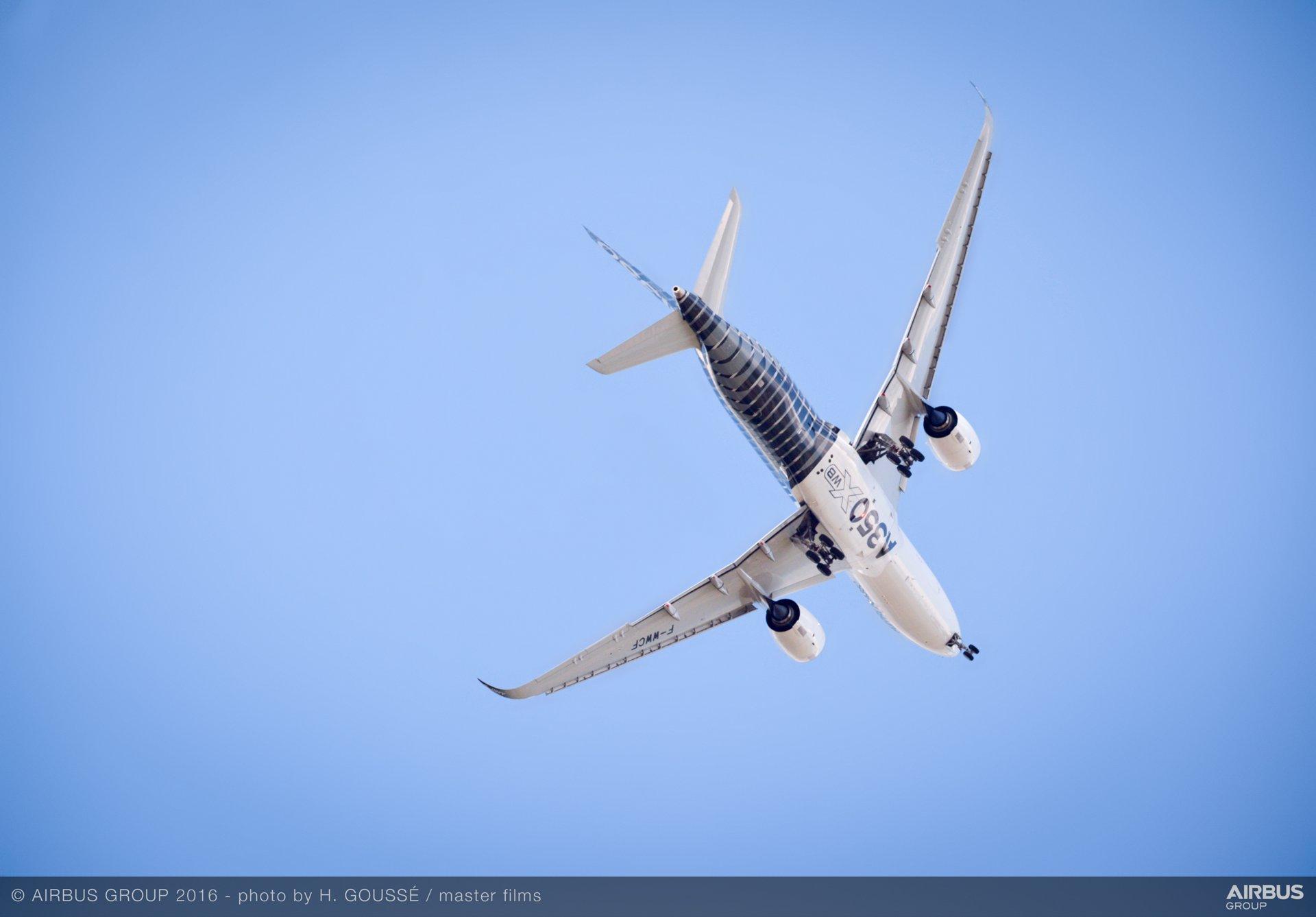 Farnborough Airshow_Day 4_A350 XWB flying display 3