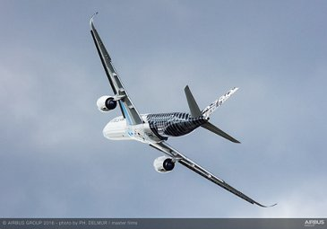 Farnborough Airshow_Day 4_A350 XWB flying display 1