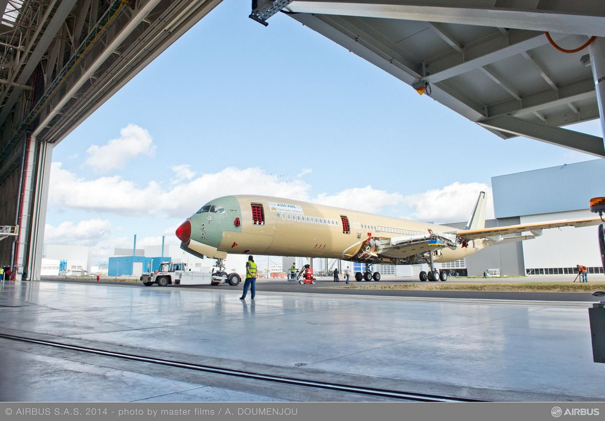Vietnam Airlines A350 XWB – Assembly hall rollout 3
