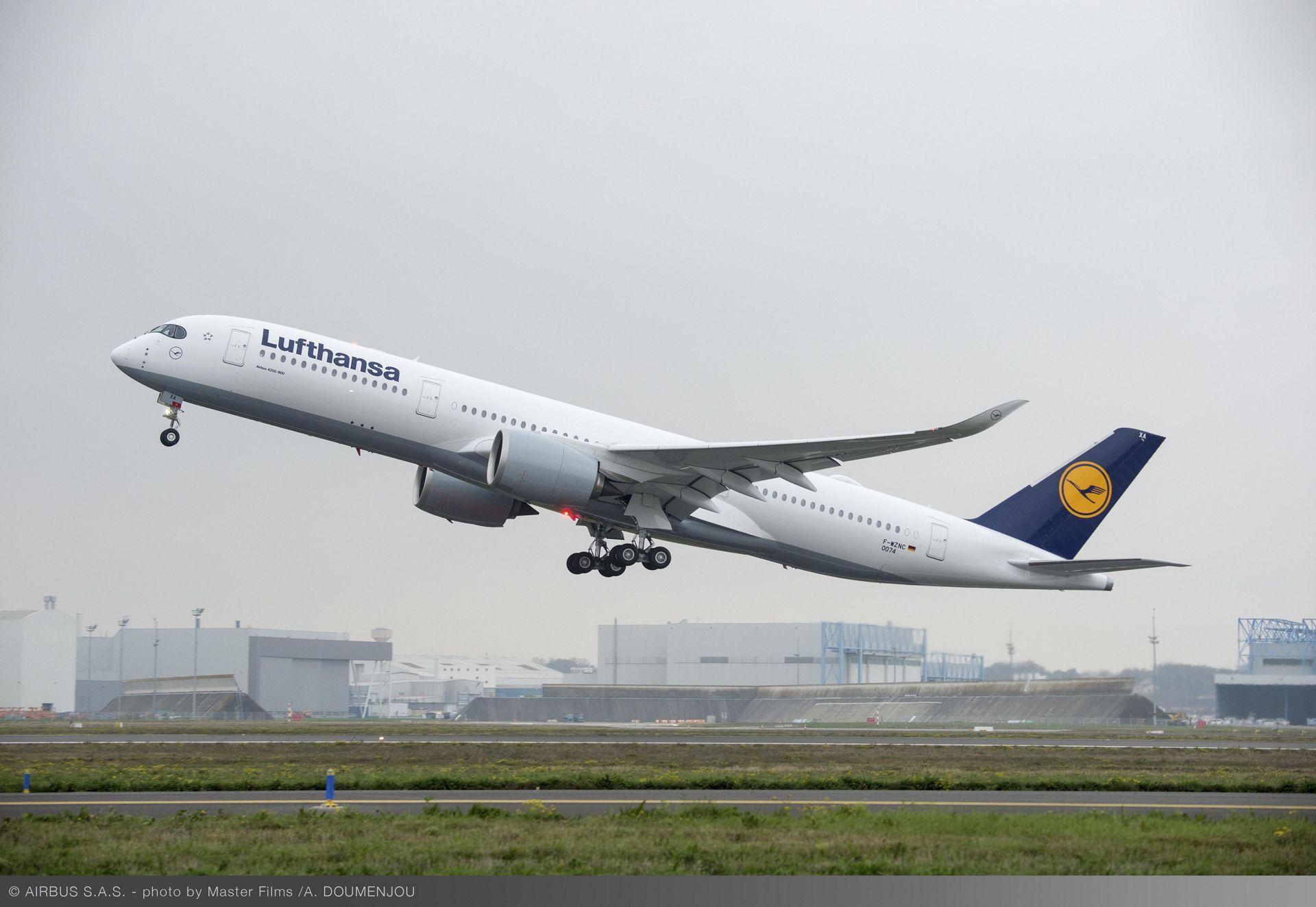 Lufthansa A350 XWB first flight Take off 1