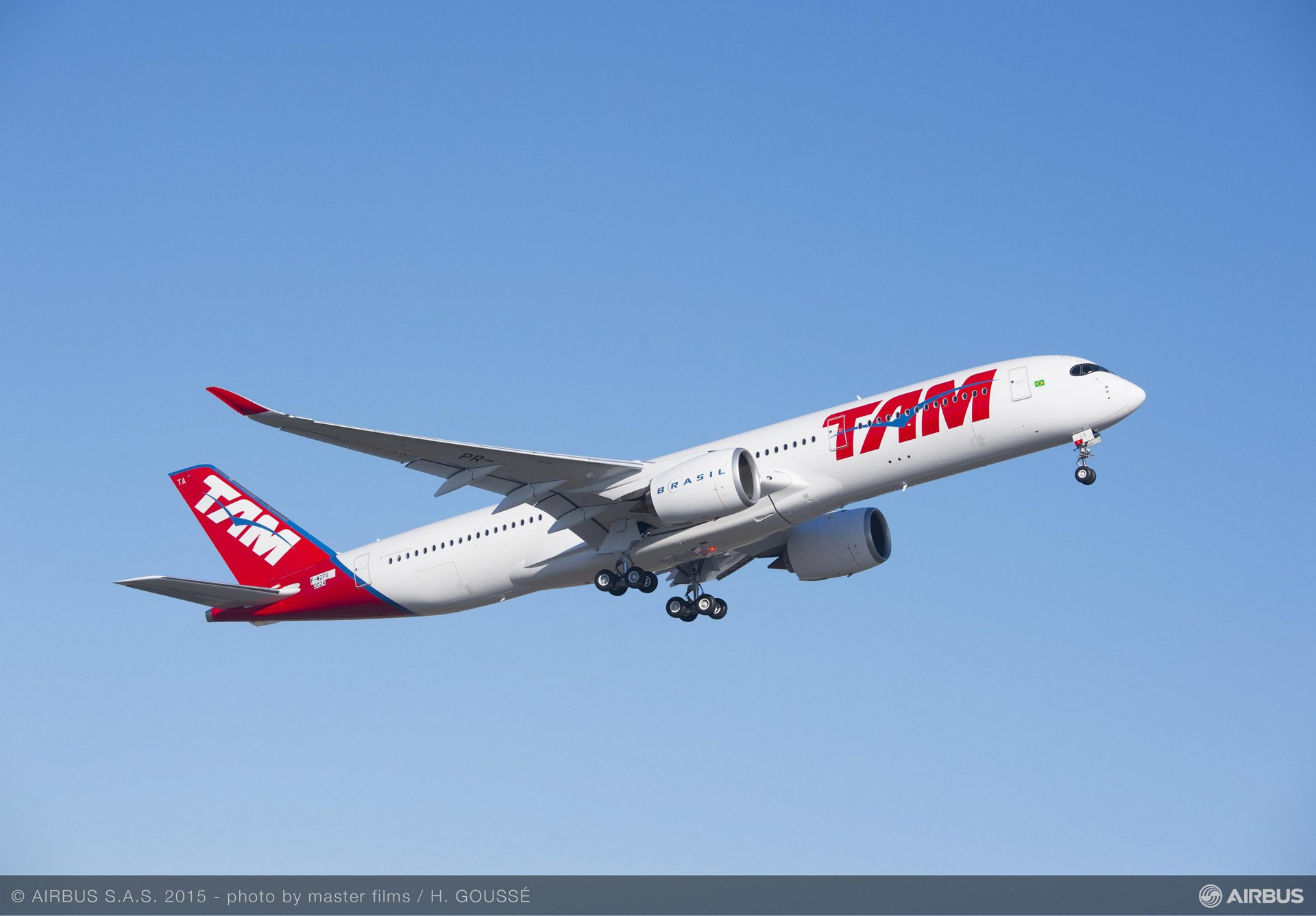 TAM Airlines first A350 XWB makes maiden flight_2