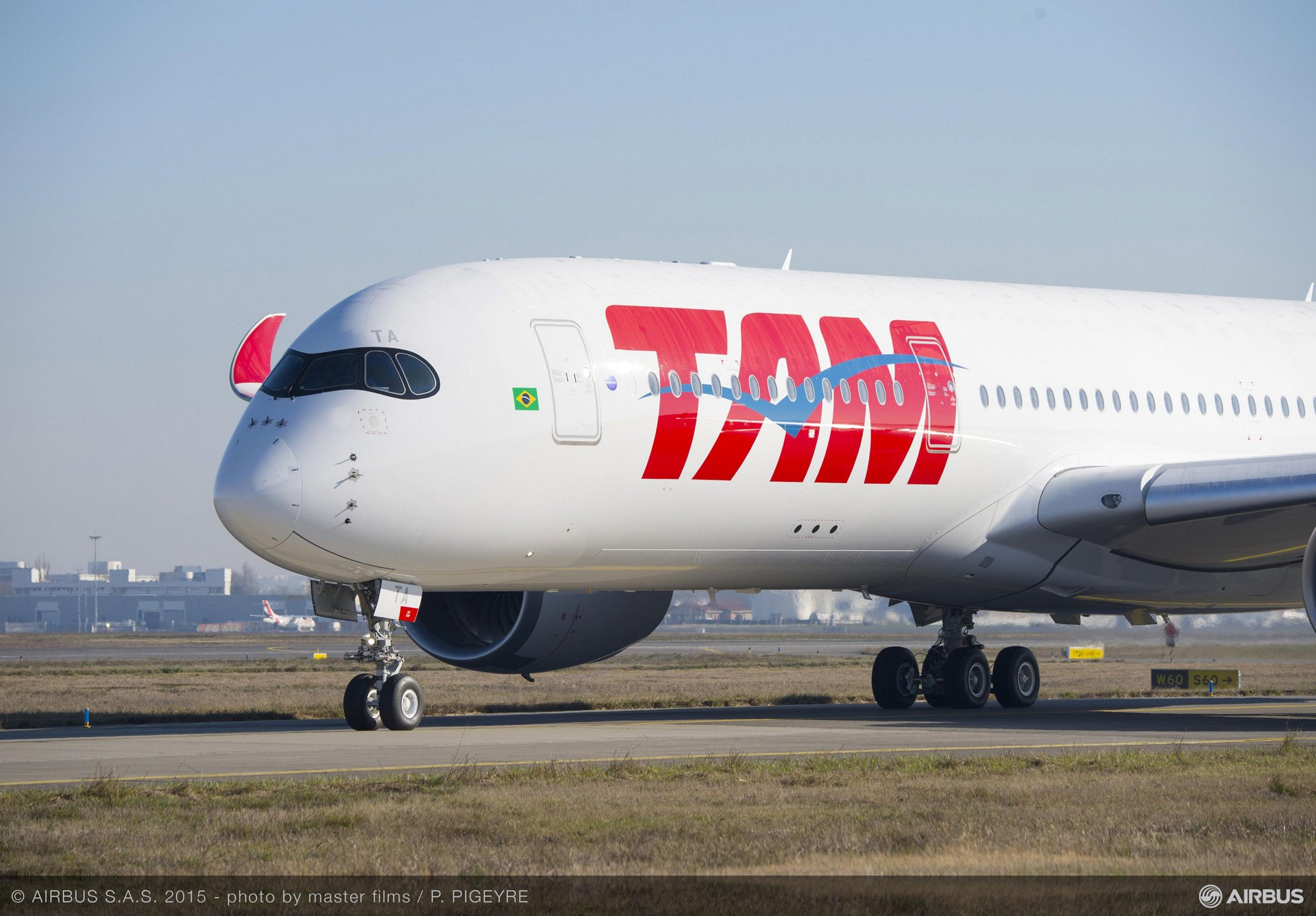 TAM Airlines first A350 XWB makes maiden flight_3