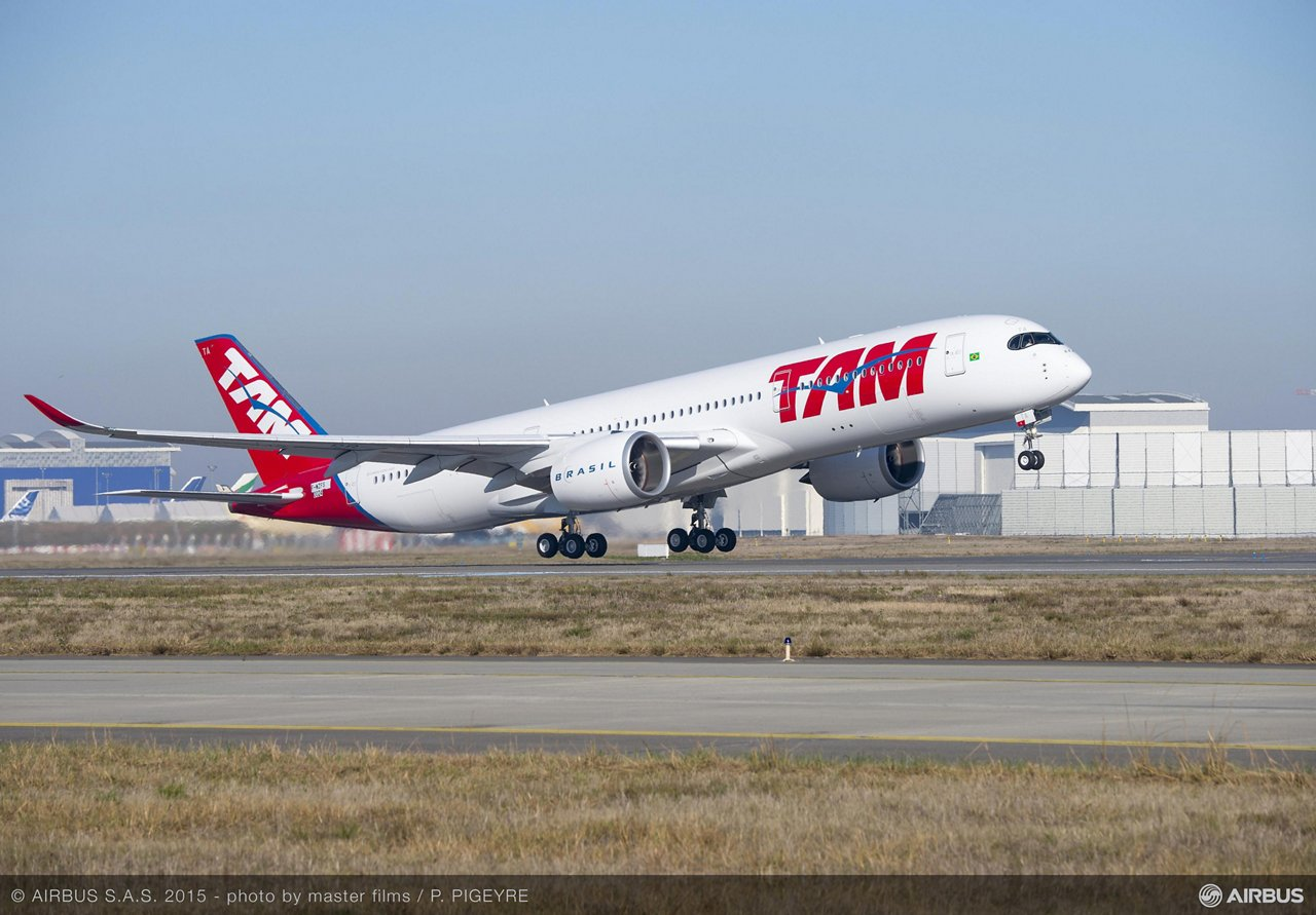 TAM Airlines first A350 XWB makes maiden flight_1
