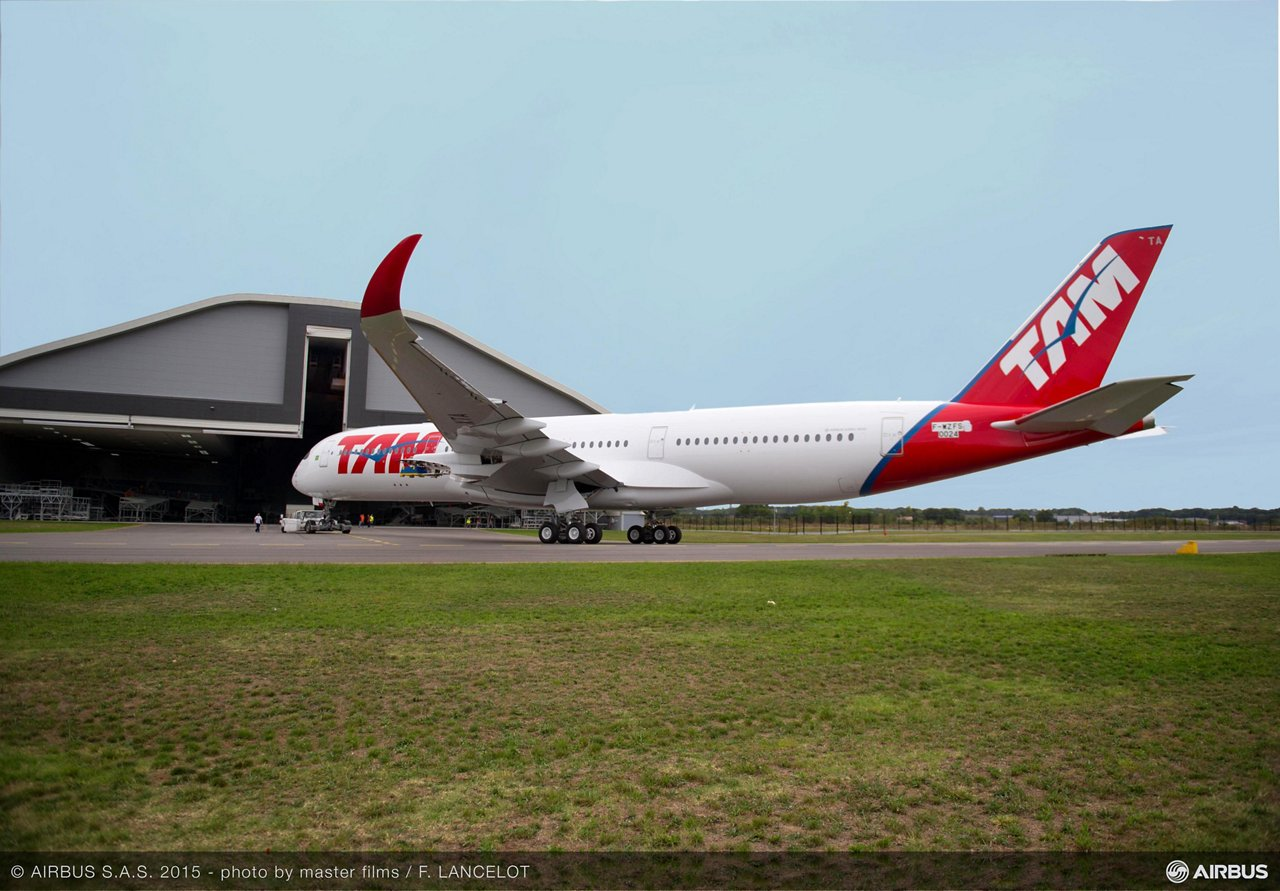 TAM Airlines A350 XWB rolls out_1