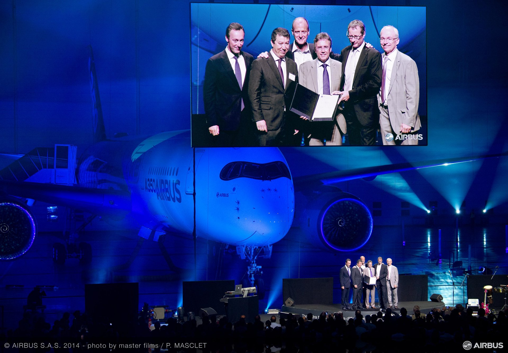 From left to right on 30 September 2014: Fabrice Brégier, Airbus President and CEO– Patrick Ky, Executive Director of EASA– Tom Enders, Airbus Group Chief Executive Officer– Gordon McConnell, A350 XWB Chief Engineer– Charles Champion, Airbus Executive Vice President Engineering– and Didier Evrard, Executive Vice President, Head of A350 XWB Programme